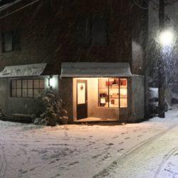 雪の日の店